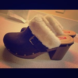 Unionbay brown fur lined clogs size 10